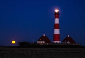 Vollmondaufgang am Leuchtturm
